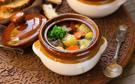 Овощи с мясом в горшочках в духовке: основные моменты