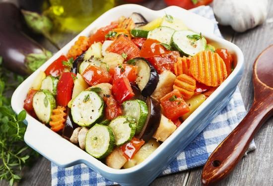 яркое овощное рагу в духовке
