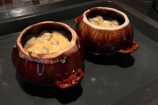 пельмени в горшочках в духовке готовят