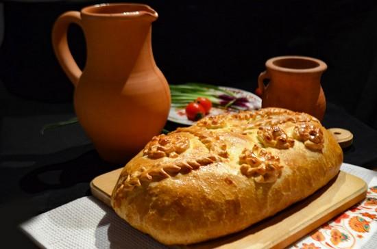 Мясной пирог с несколькими видами фарша и картофелем