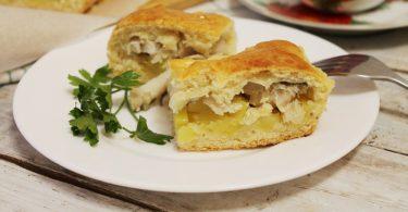 Пирог с рыбой в духовке (из консервов)