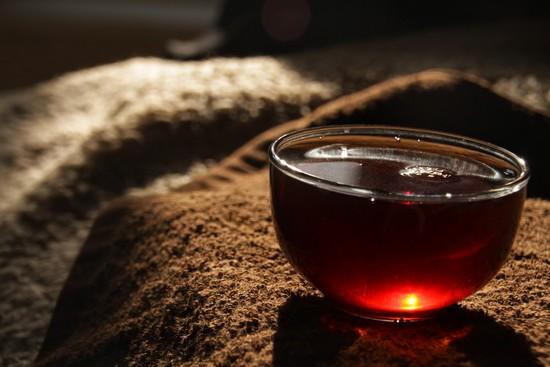 для смазывания поверхности пирога можно использовать крепкий черный чай