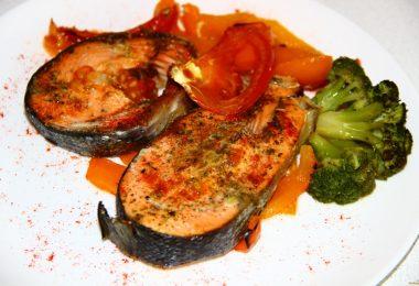Как приготовить рыбу с овощами в духовке?