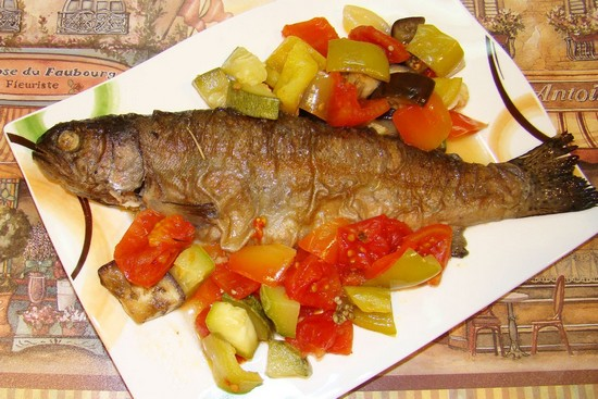 Рыба с овощами в духовке: рецепт запекания на противне