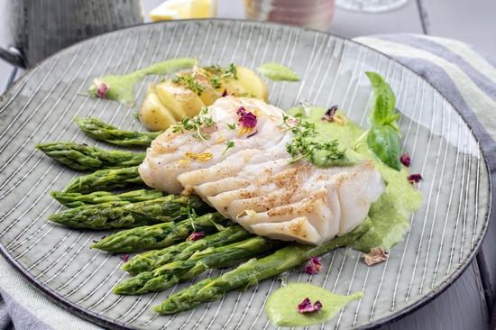 Рыба, запеченная в духовке с овощами по-голландски
