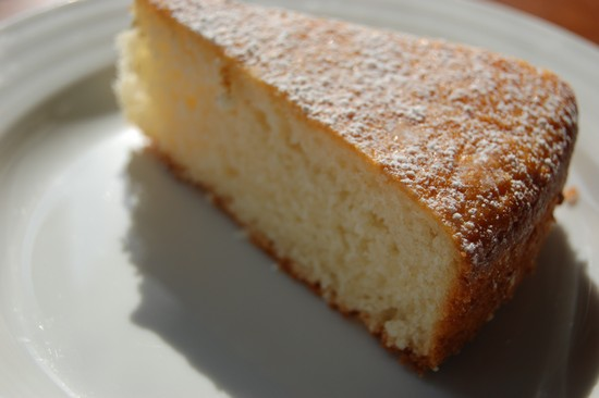 Простой пирог со сгущенкой в духовке на скорую руку