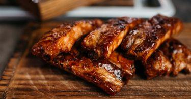 Как приготовить ароматные свиные ребра в духовке?