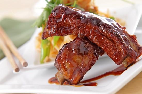 Румяные ребрышки в духовке: рецепт с соусом барбекю