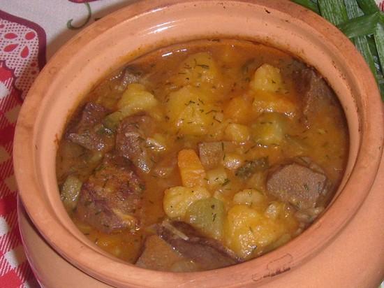 Рецепт свинины с картошкой в духовке в горшочках