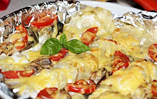 Скумбрия, запеченная в духовке с овощами: рецепт