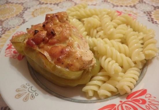 Перец половинками фаршированный: рецепт в духовке