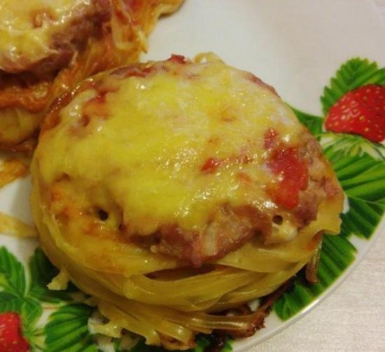 Гнезда из макарон с фаршем в духовке