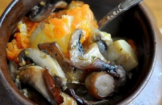 Грибы с картошкой в горшочках в духовке