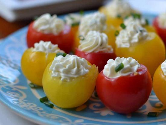 желтые помидоры, фаршированные фаршем