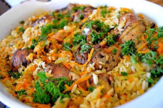 Диетическая курица в духовке с рисом