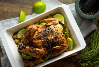 Цыпленок в духовке целиком: