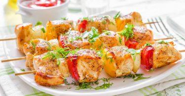 Шашлык из курицы в духовке на шпажках: рецепт
