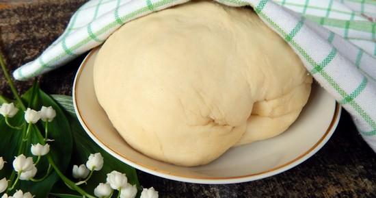 Сдобное тесто для пирожков в духовке с фруктами или вареньем