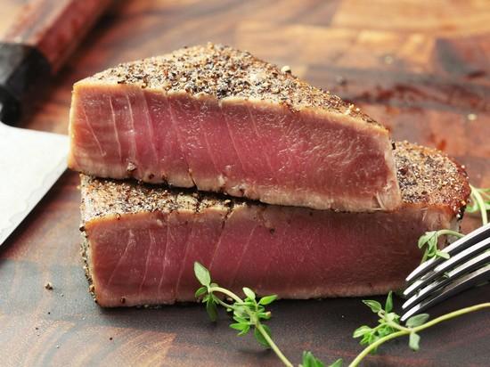 Ароматный тунец, запеченный в духовке с травами