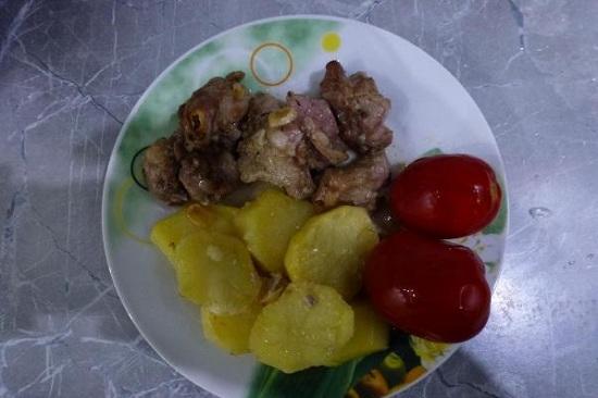 Баранья лопатка, запеченная в духовке с картошкой