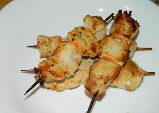 Куриный шашлык на шпажках в духовке: рецепт