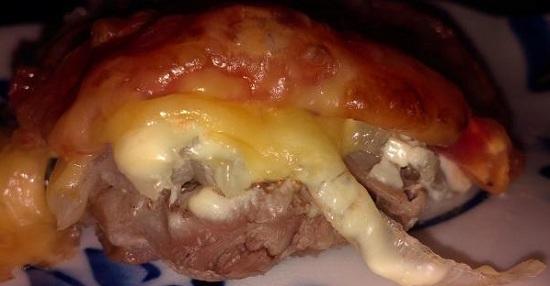 Эскалоп из свинины в духовке с помидорами