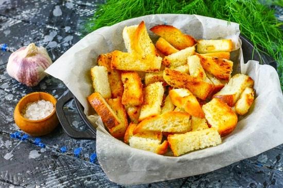 сырные сухарики в духовке из белого хлеба