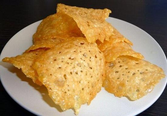 сырные чипсы в духовке