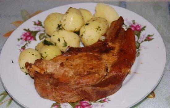 Пикантная свинина, запеченная в духовке в рукаве