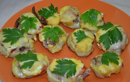 Кабачки под сыром в духовке с помидорами