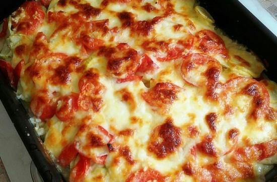 фарш в духовке с сыром и помидорами